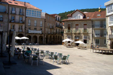 The main plaza in Ribadavia