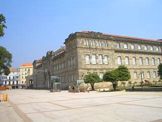 A large civic building on Pontevedra's alameda
