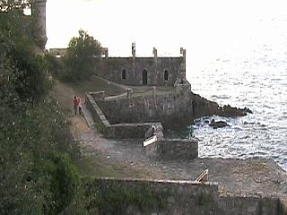 A section of Santa Cruz castle facing the sea